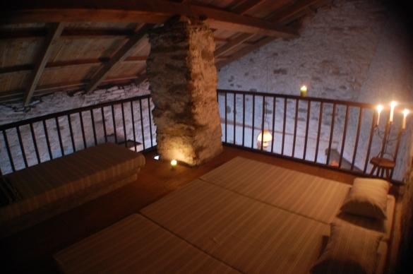 Mezzanine avec lit deux places et matelas supplémentaires
